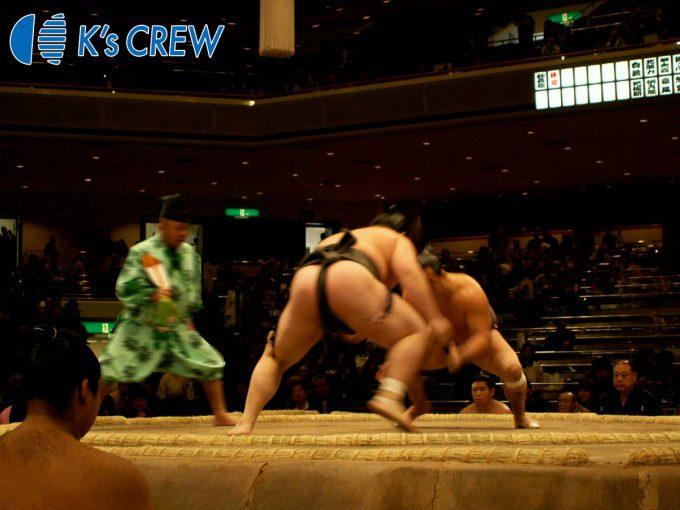 大相撲本場所の案内誘導受付等スタッフ